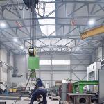 Twee lichtkachels van de serie supraSchwank in een industrieel gebouw.